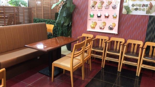 三郷ロイヤルカリー店内の雰囲気
