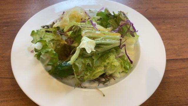 オリーブの丘のランチセットのサラダ